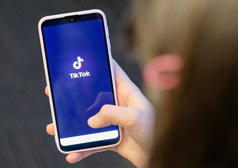 Videosovellus Tiktok rajoittaa sisällön näkyvyyttä osalta sen käyttäjistä.