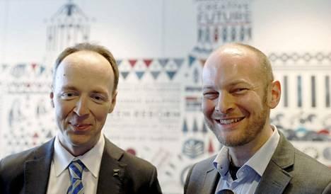 Jussi halla-aho ja Sampo Terho perussuomalaisten puheenjohtajaehdokkaiden kiertueella Tampereelta 6. toukokuuta.