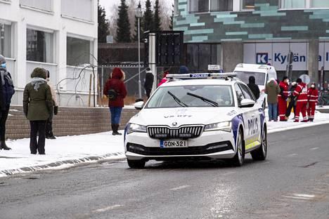 Poliisi valvoi maaliskuussa Turun Ylioppilaskylässä karanteeneja. Koronavirus levisi rajusti vaihto-opiskelijoiden keskuudessa.