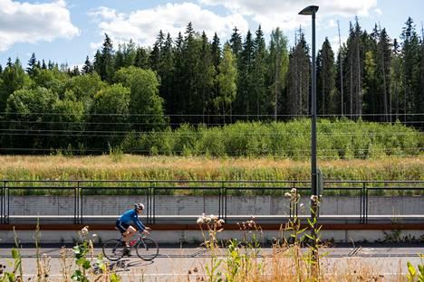 Vantaan Kivistön asuinalue on laajenemassa kehäradan eteläpuolelle, missä nyt on lähinnä metsää.