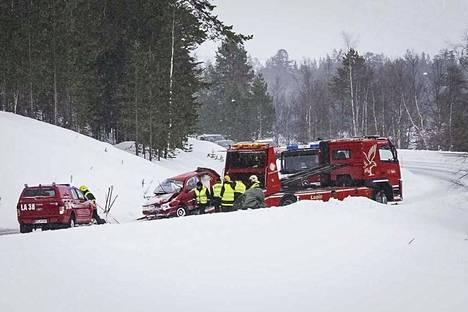 Kolme ihmistä kuoli auto-onnettomuudessa Ivalossa lauantaina 5. maaliskuuta.