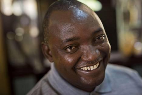 51-vuotiaasta Adama Barrow'sta tulee Gambian uusi presidentti.