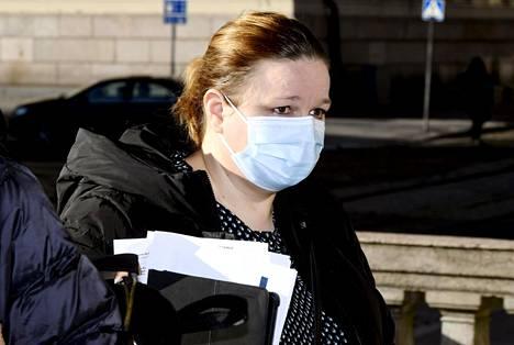 Peruspalveluministeri Krista Kiuru pitää mahdollisena, että Astra Zenacan yhteys veritulppiin voi vaikuttaa Suomen rokotusaikatauluun.