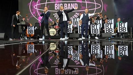 Pilvet väistyivät juuri ennen Ricky-Tick Big Bandin & Julkisen sanan esiintymistä.