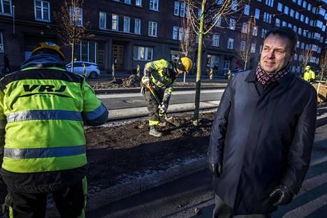 Jan Vapaavuori havahtui katutöiden ongelmiin Mechelininkatua remontoitaessa. Esiin nousivat muutkin ongelmat, kuten liikenneturvallisuuden heikkous ja ilmansaasteet.