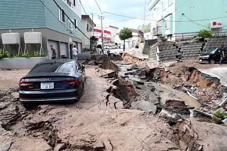Maanjäristys oli vaurioittanut katuja Sapporossa torstaina.