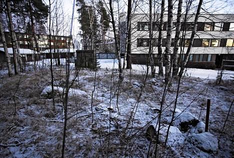 Mies löytyi surmattuna roskakatoksen takaisesta maastosta Jyväskylän Säynätsalossa.