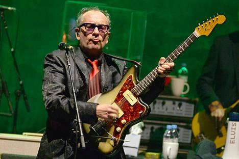 Elvis Costello esiintyi maaliskuussa Hammersmith Apollossa Lontoossa.