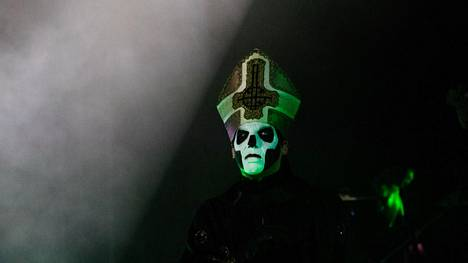 Ghost esiintyi laulaja Papa Emeritus III:n johdolla Tuskassa lauantaina.
