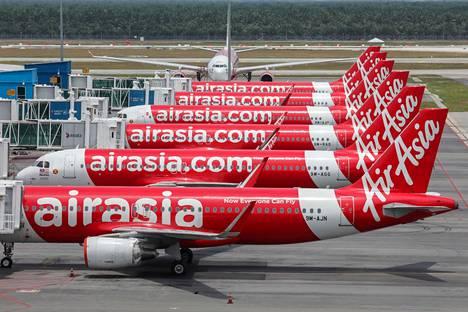 Malesian pääkaupungin Kuala Lumpurin kansainvälisellä Sepang-lentokentällä AirAsian koneet oli pysäköity aseman viereen 14. huhtikuuta.