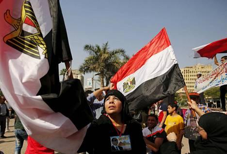 Egyptin presidentin Abdelfattah al-Sisin kannattajat juhlivat Siinain vapauttamisen päivää maanantaina.