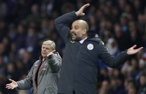 Arsenalin manageri Arsene Wenger (vas.) pettyi tuomareihin, Cityn nokkamies Pep Guardiola keskittyi heilumiseen.