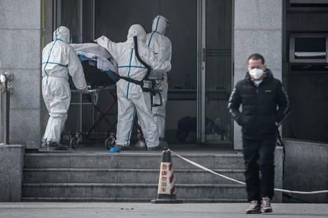 Potilasta kuljettiin lauantaina Wuhanissa samaan sairaalaan, jossa koronaviruksen saaneita potilaita hoidetaan.