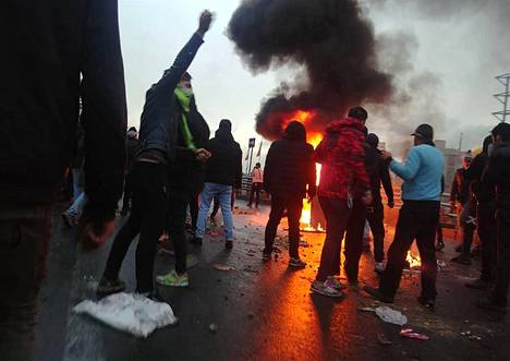 Mielenosoittajia Iranin pääkaupungissa Teheranissa viime lauantaina.