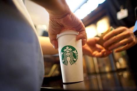 Starbucks keskeyttää mainostamisen sosiaalisessa mediassa sen sisältämän vihapuheen takia.