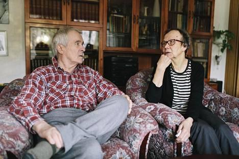 Niilo Ronkaisella todettiin muistisairaus vuonna 2011. Puoliso Inkeri Ronkainen hoitaa Niiloa kotona.