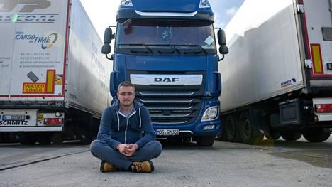 Romanialainen rekkakuski Florian Hatagan ei usko, että mannereurooppalaisia kuskeja kiinnostaa tulla väliaikaistöihin brexit-Britanniaan. Kuskeille riittää töitä Saksassakin.