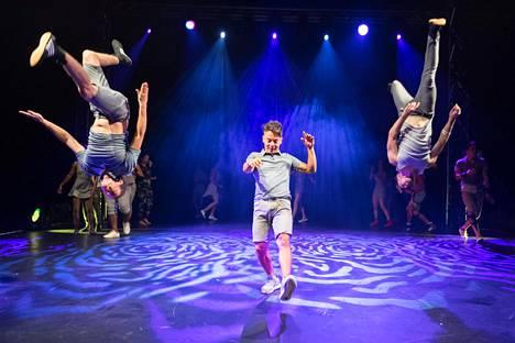 Circolombia esiintyi Cirko-festivaalilla. Cirko on saamassa 50 000 euron lisätuen, jos virkamiesesitys menee läpi tiistai-iltana Helsingin kaupungin kulttuurijaoston kokouksessa.