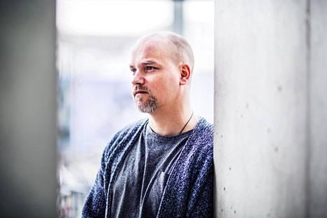 Niko Kivelä on paitsi koomikko ja ääninäyttelijä, myös rumpali.