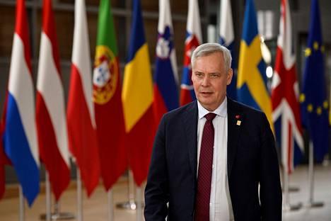 Pääministeri Antti Rinne puhui toimittajille Brysselissä sunnuntai-iltana.