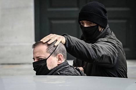 Entinen Kreikan kansallisteatterin luova johtaja Dimitris Lignadis kuvattuna Ateenassa sunnuntaina.