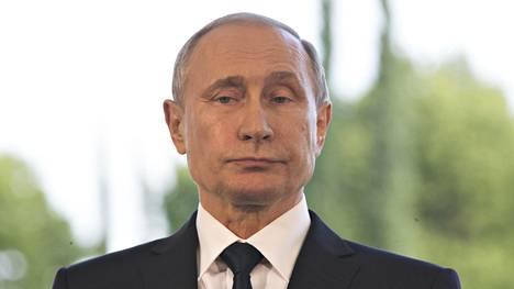 Vladimir Putin kuvattuna Kultarannassa 1. heinäkuuta.