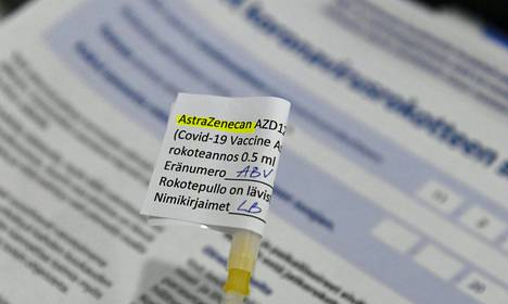 Astra Zenecan koronavirusrokotetta Metropolian Myllypuron-kampuksen koronarokoteasemalla Helsingissä helmikuussa 2021.