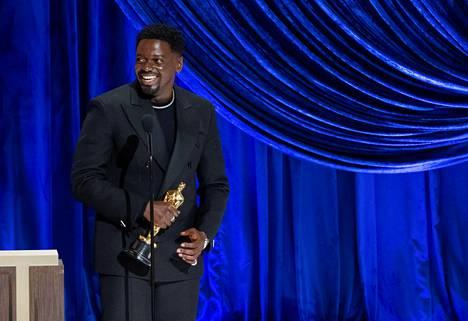 Daniel Kaluuya voitti parhaan miessivuosa-Oscarin elokuvasta Judas and the Black Messiah.