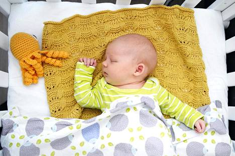 Sandra Niskanen syntyi Naistenklinikalla 23. toukokuuta. Isän ja äidin lisäksi hän ei ole vielä ollut muiden sylissä.