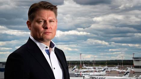 Finnairin toimitusjohtaja Topi Manner joutui tammikuussa keskelle lentoalan historian kenties pahinta kriisiä.