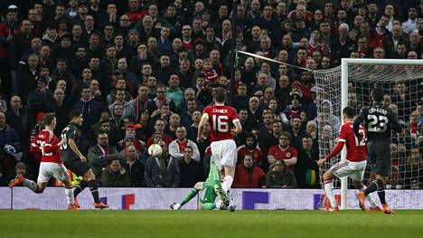 Liverpoolin Philippe Coutinho (toinen vas.) teki joukkueensa ainoan maalin 44. minuutilla tuikkaamalla etukulmasta ohi United-maalivahti David de Gean.