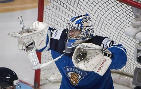 Veini Vehviläinen pelasi Suomen maalissa Latviaa vastaan.