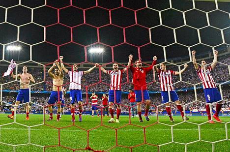 Atlético Madridin pelaajat juhlivat voittoaan Barcelonaa vastaan Madridissa keskiviikkona.