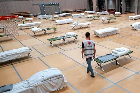 Oslossa tehtiin majoitustiloja Uranienborgin kouluun, jotta kodittomat voisivat yöpyä turvavälit säilyttäen.
