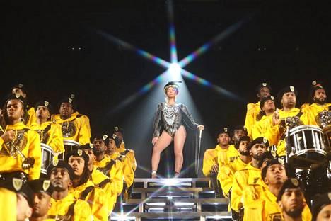 Beyoncén Coachella-konserteista koostettu dokumentti The Homecoming on ensiksi poliittinen spektaakkeli ja sitten popkonsertti.