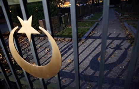 Helsingin Hietaniemessä on islamilainen hautausmaa, mutta sinne haudataan vain Suomen Islam-seurakunnan jäseniä eli tataareja.