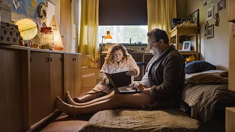 Se mieletön remppa -elokuvan pääosissa nähdään Kiti Kokkonen ja Sami Hedberg.