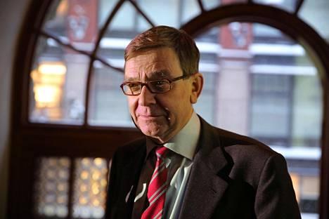 Professori Mats Brommels johtaa selvitystyötä, jossa ratkaistaan asiakkaan valinnanvapauden sekä monikanavaisen rahoituksen purkamisen yksityiskohdat.