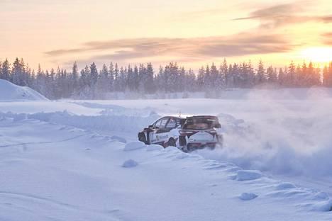 Kalle Rovanperä ajoi Arctic Lapland Rallissa Rovaniemellä tammikuussa.