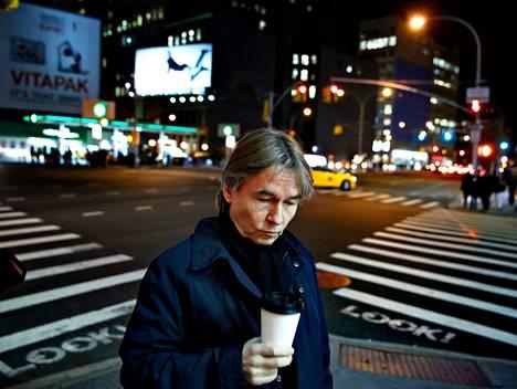 Esa-Pekka kertoi elämänmuutoksestaan säveltämisen hyväksi HS:lle New Yorkissa marraskuussa 2013 (kuva). Tiistaina hän kertoi olevansa New Yorkin filharmonikkojen seuraava nimikkosäveltäjä.
