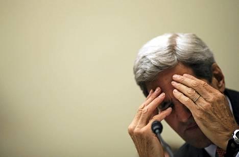 Yhdysvaltain ulkoministeri John Kerry pysähtyi hetkeksi antaessaan lausuntoa Iranin ydinsopimuksesta Washingtonissa tiistaina.