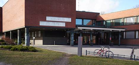 Jos tautitilanne pahenee, Aalto-yliopisto joutuu miettimään uudestaan yhteisten tilojen käyttöä, arvioi rehtori Ilkka Niemelä.