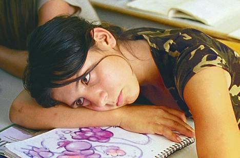 Anna (Gyöngyi Lendvai) on romaniperheen tytär Orionin kuukauden elokuvassa Just the Wind.