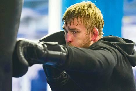 Ruotsin Alexander Gustafsson ottelee ensi yönä UFC:n kevyen keskisarjan mestaruusottelussa. Hän on noussut nopeasti lajin huipulle.