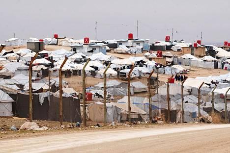 Al-Holin leiri koostuu loputtomista valkoisten telttojen rykelmistä.