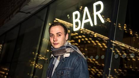 """Lontoolainen Andrew Hall lopetti alkoholin juomisen viime helmikuussa. Juhlissa hän juo esimerkiksi alkoholintota olutta: """"Jos joku ei tunne minua, saattaa hän luulla, että juon siinä missä muutkin. Olen ekstrovertti ja aina vähän syntymähumalassa."""""""