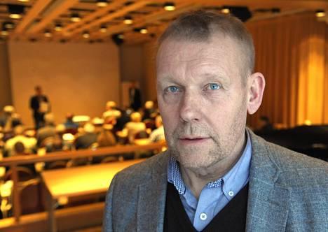 Jarmo Saarela perää liigapelaajille takuita eläkemaksujen suorittamisesta.