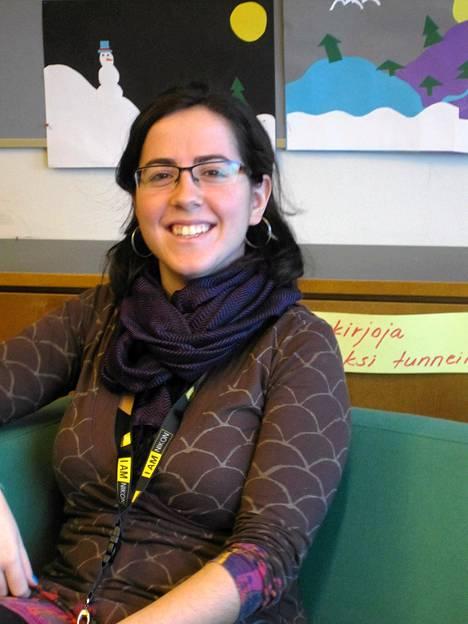 Laura on myös mukana Ymmerstan koulun ranskantunneilla.