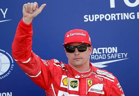 Kimi Räikkönen pääsi juhlimaan aika-ajojen  ykkössijaa.