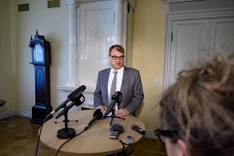 Pääministeri Juha Sipilä tiedotti soten aikatauluista keskiviikkona.